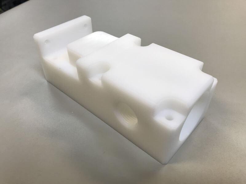 POM frezen CNC frezen POM - Bespex kunststof bewerking