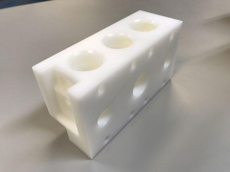 POM frezen POM blok gefreesd - Bespex kunststof bewerking